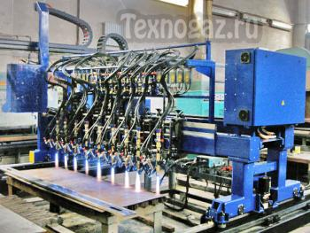 Машина для резки листового металла Кристалл-ППлКП-2,5 в действии